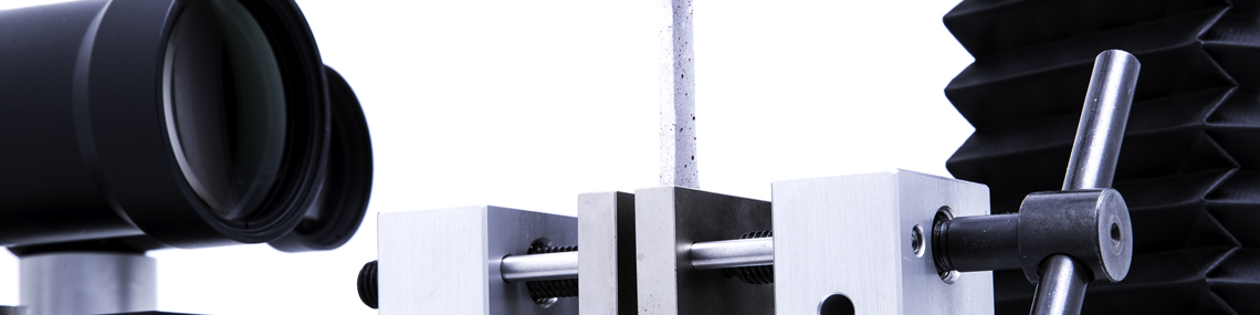 Details of tensile testing machine with grip for specimen and video extensometer | ©Alluris
